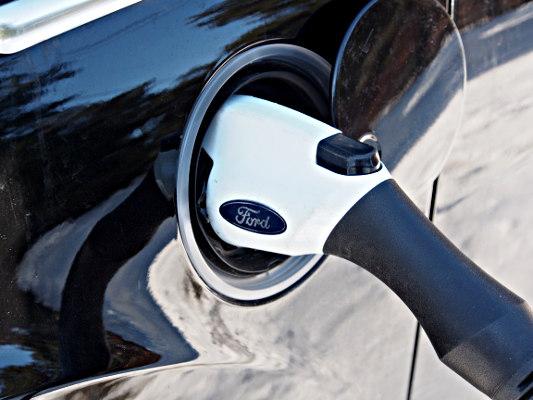 Plug in for automobile