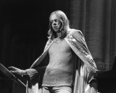 English keyboard player Rick Wakeman, performing on stage, circa 1977. (Photo by Evening Standard/Hulton Archive/Getty Images)